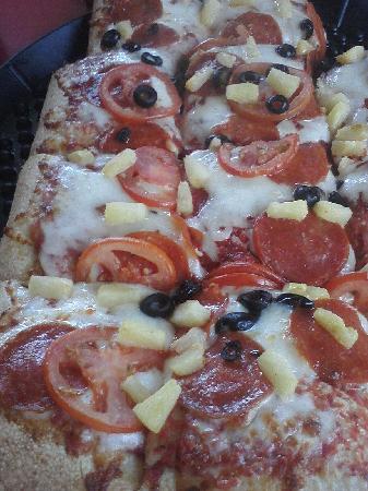Sardella's Pizza & Wings : Thick crust pizza