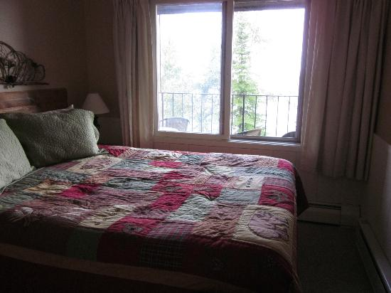 Chateau LeVeaux on Lake Superior: Bedroom Downstairs