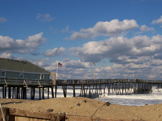 Avalon Fishing Pier : From the parking lot