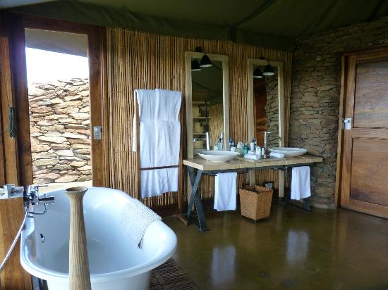 Singita Faru Faru Lodge: The bathroom