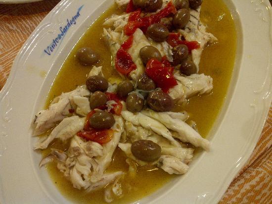 Sesto San Giovanni, Italië: Branzino in umido con pomodorini e olive verdi