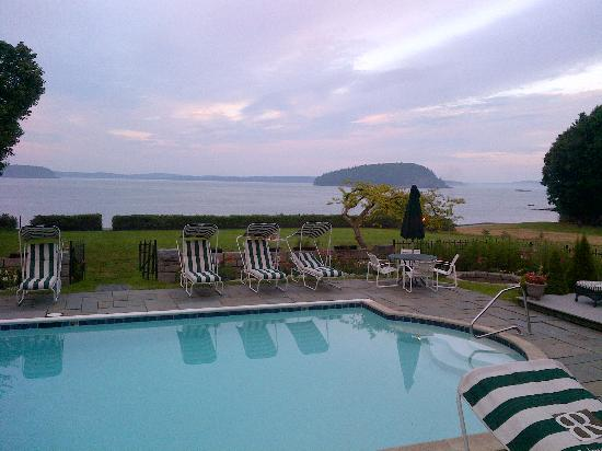 Balance Rock Inn: The pool