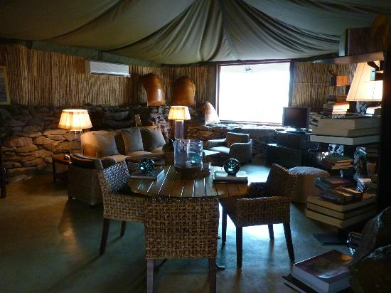 Singita Faru Faru Lodge: Library