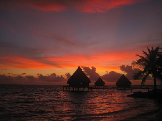 Glover's Atoll Resort: Glover's Atoll Bungalows at Sunrise