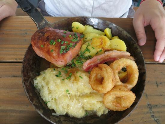 Brauhaus Bonnsch : Pan fried meat loaf with onion rings and sauer kraut