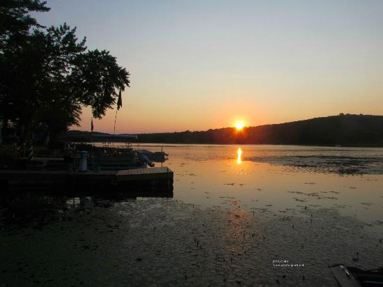 Clayton Park Recreational Area : The park has 31 lakefront RV sites and 6 lakefront primitive camping sites.