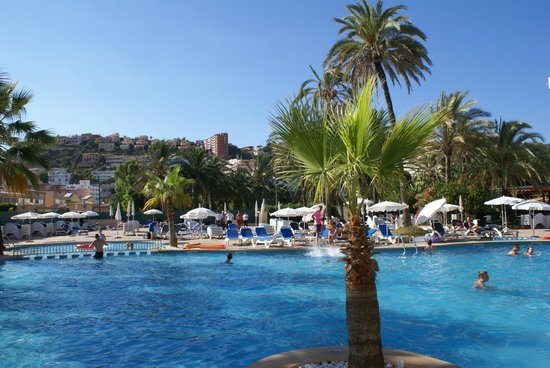 Viva Rey Don Jaime Hotel: A view of the pool out the back of the hotel