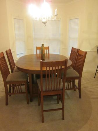 Myrtlewood Villas: Dining area