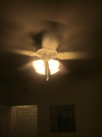 Myrtlewood Villas: Ceiling fan in guest bedroom...all bedrooms had them