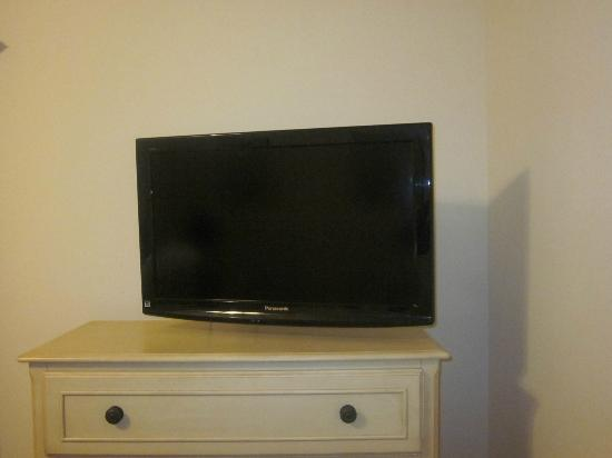 Myrtlewood Villas: TV in guest bedroom 2