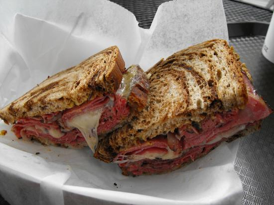 Mountain Deli : Pastrami and swiss on marble rye