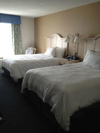 Hampton Inn and Suites Cape Cod - West Yarmouth: bed