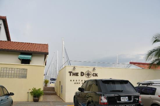 Marina Hotel at Shelter Bay : The Docks Restaurant