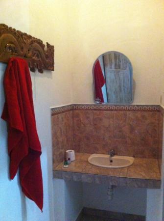 Kunang-Kunang Guesthouse: lavabo