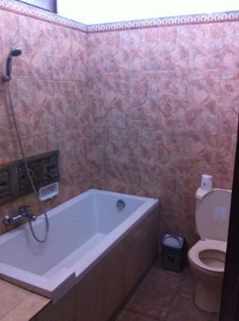 Kunang-Kunang Guesthouse: salle de bains