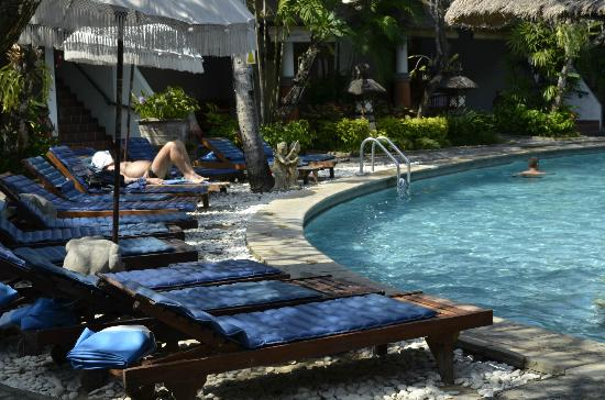 Sativa Sanur Cottages: Mid afternoon by the pool