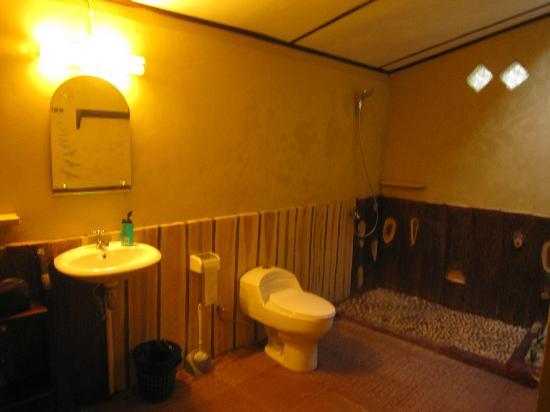 Mamaling Resort Bunaken: Bathroom