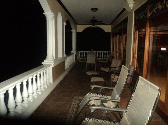 Pacifico Colonial: Terrace at night
