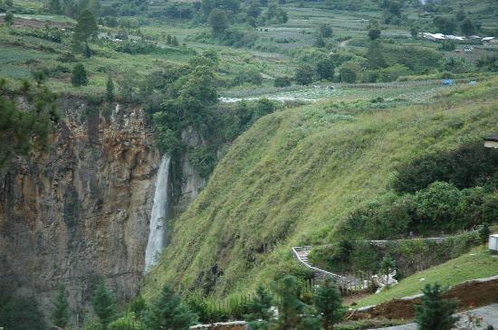 Sipiso Piso Waterfall: waterfall