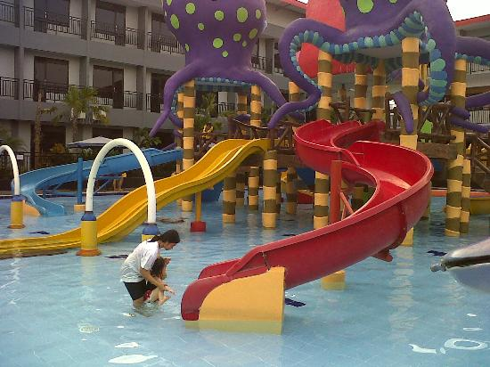Batu Wonderland Hotel & Resort: Sliding