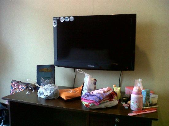 Batu Wonderland Hotel & Resort: LCD TV