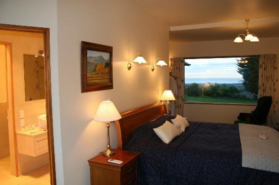 Highland Peaks: Bedroom suite