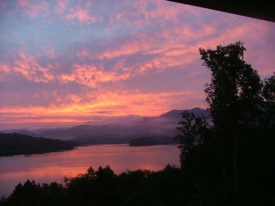 Lake Chatuge Lodge: Sunrise from our balcony