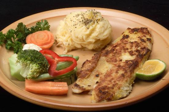 Las Planchas Steakhouse & Bar: Fish plate / Plato de pescado