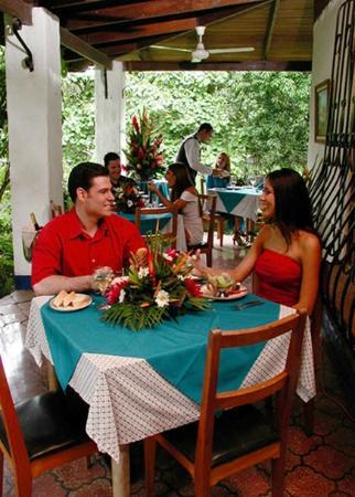 Las Planchas Steakhouse & Bar: Open air tables / mesas al aire libre
