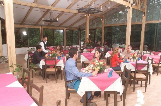 Las Planchas Steakhouse & Bar: Our Restaurant / Nuestro restaurante