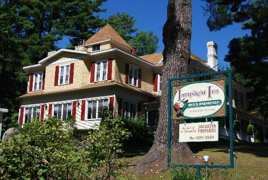 Lamplight Inn Bed and Breakfast : outside the Lamplight Inn B&B