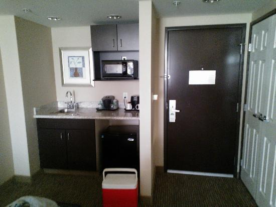 Best Western Plus St. Rose Pkwy/Las Vegas South Hotel: Jacuzzi Suite Wet Bar Area