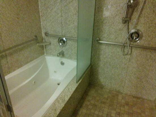 Best Western Plus St. Rose Pkwy/Las Vegas South Hotel: Jacuzzi Suite Jacuzzi and Shower