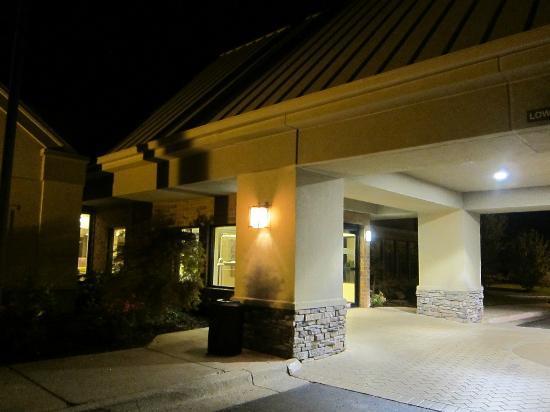 Sheraton Ann Arbor Hotel: entrance