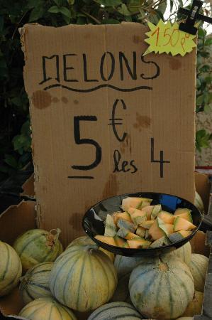 La Maison sur la Sorgue - Esprit de France: The market in Sur la Sorgue