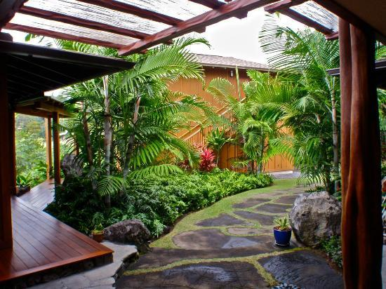 Haleakala Bed and Breakfast: Garden Access
