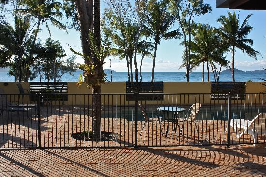 Taihoa Holiday Units: Looking out to Dunk Island