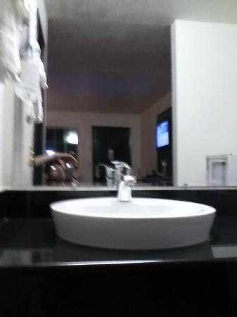 Motel 6 Willows: Washbasin