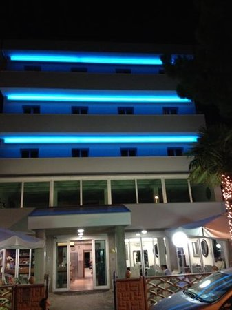 Hotel Matteo by night