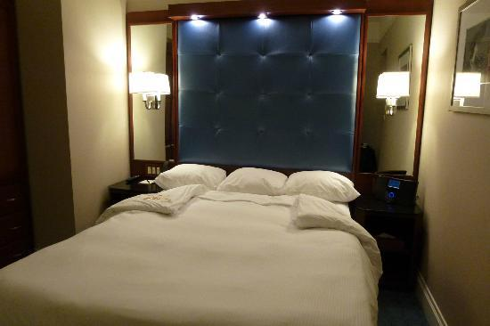 Hotel Chandler: Superior Queen Guestroom
