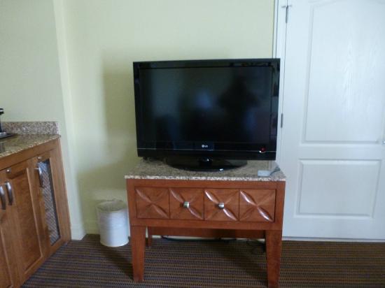 Pointe Hilton Squaw Peak Resort: Living room TV