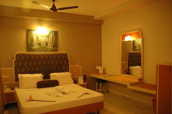 Hotel Saratha Rajans: deluxe king cot