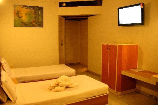 Hotel Saratha Rajans: TWIN BED  ROOM