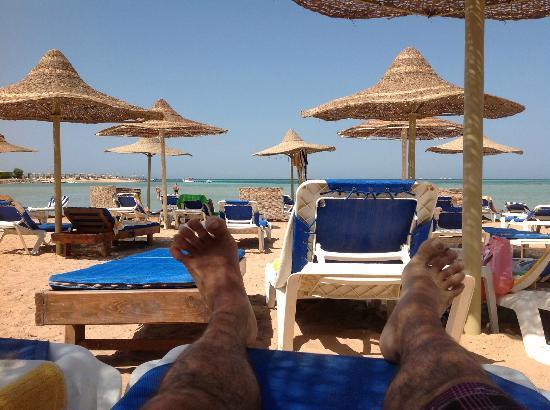 Magic Beach Hotel: Les pieds proches de l'eau