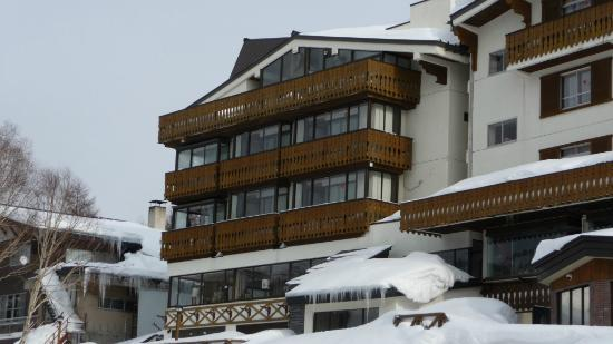 Hotel Sunroute Shiga-kogen: Front of Hotel from the main road