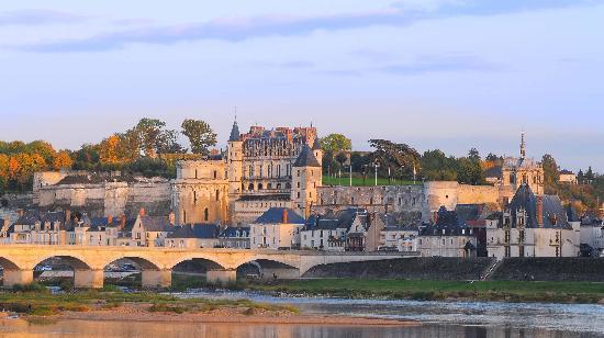 Château d'Amboise : Vue générale du château royal d'Amboise. Photo L. de Serres