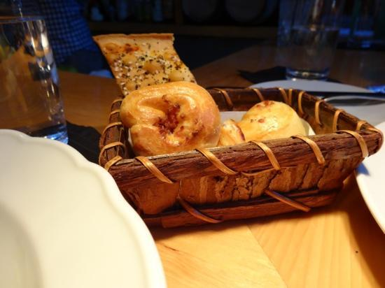 L'Abattoir Restaurant: Basket of moreish breads - already well and truly sampled!