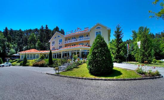 Photo of Villa Medici Hotel & Restaurant Veszprem