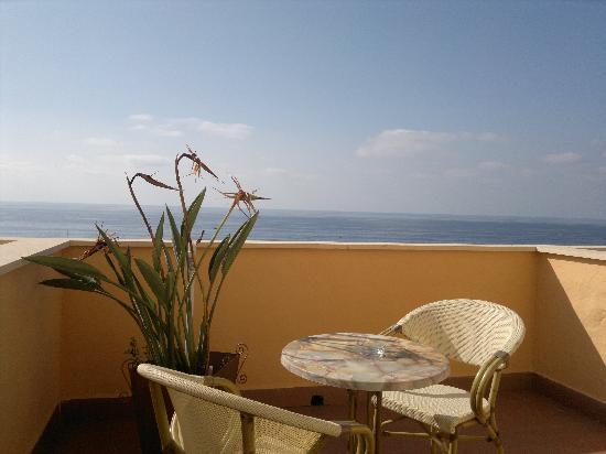 Hotel Terrazzo Sul Mare : Balcony with a view