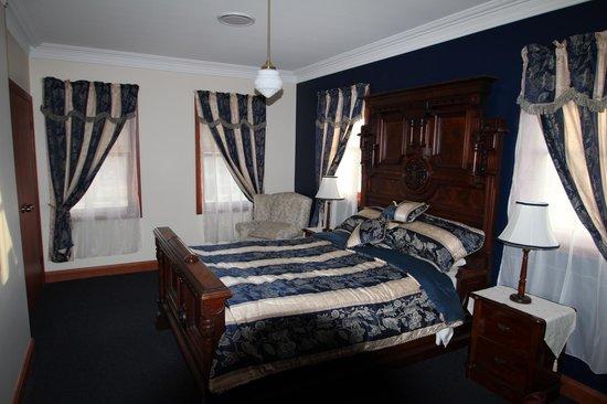 """Elizabeth Manor House: The """"Victoria"""" bedroom."""